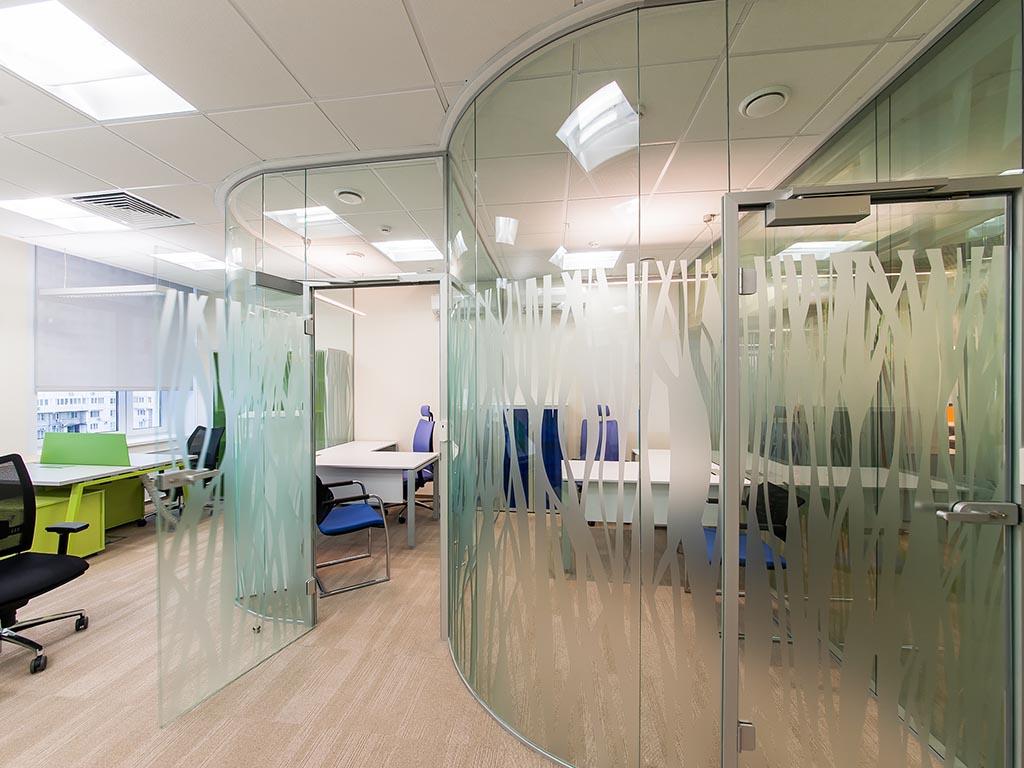 Заказать производство стеклянных перегородок по выгодной цене